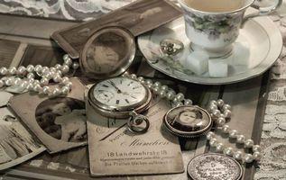 Обои винтаж, медальон, ожерелье, письма, монета, чашка, часы, портрет