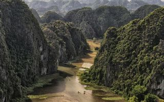 Фото бесплатно горы, растительность, река, люди, лодки