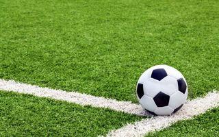 Фото бесплатно футбольное поле, газон, трава, разметка, мяч