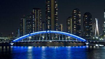 Бесплатные фото ночной мост,пролив,река,подсветка,небоскребы