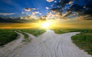 Бесплатные фото дороги,развилка,трава,горизонт,солнце,лучи,небо