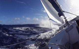 Обои яхта, палуба, парус, веревки, море, шторм, волны, брызги