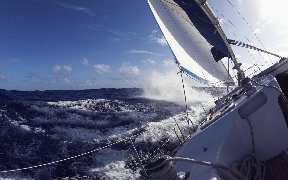 Фото бесплатно яхта, палуба, парус, веревки, море, шторм, волны - на рабочий стол