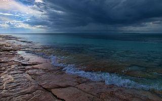 Заставки берег, камни, море, горизонт, небо, тучи, дождь