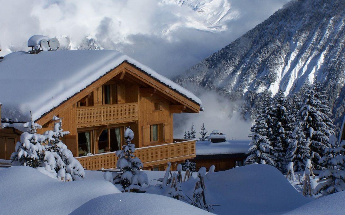 Фото бесплатно зима, дом, снег, сугробы, горы, деревья, облака, пейзажи