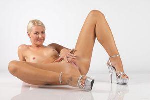 Бесплатные фото Angel-I,Angel I,красотка,голая,голая девушка,обнаженная девушка,позы