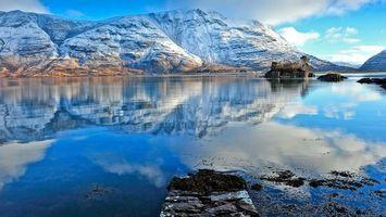 Фото бесплатно озеро, остров, растительность, отражение, горы, снег, небо