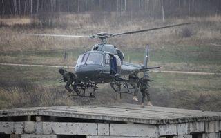 Бесплатные фото вертолет,высадка,спецназ,бойцы,крыша,строение