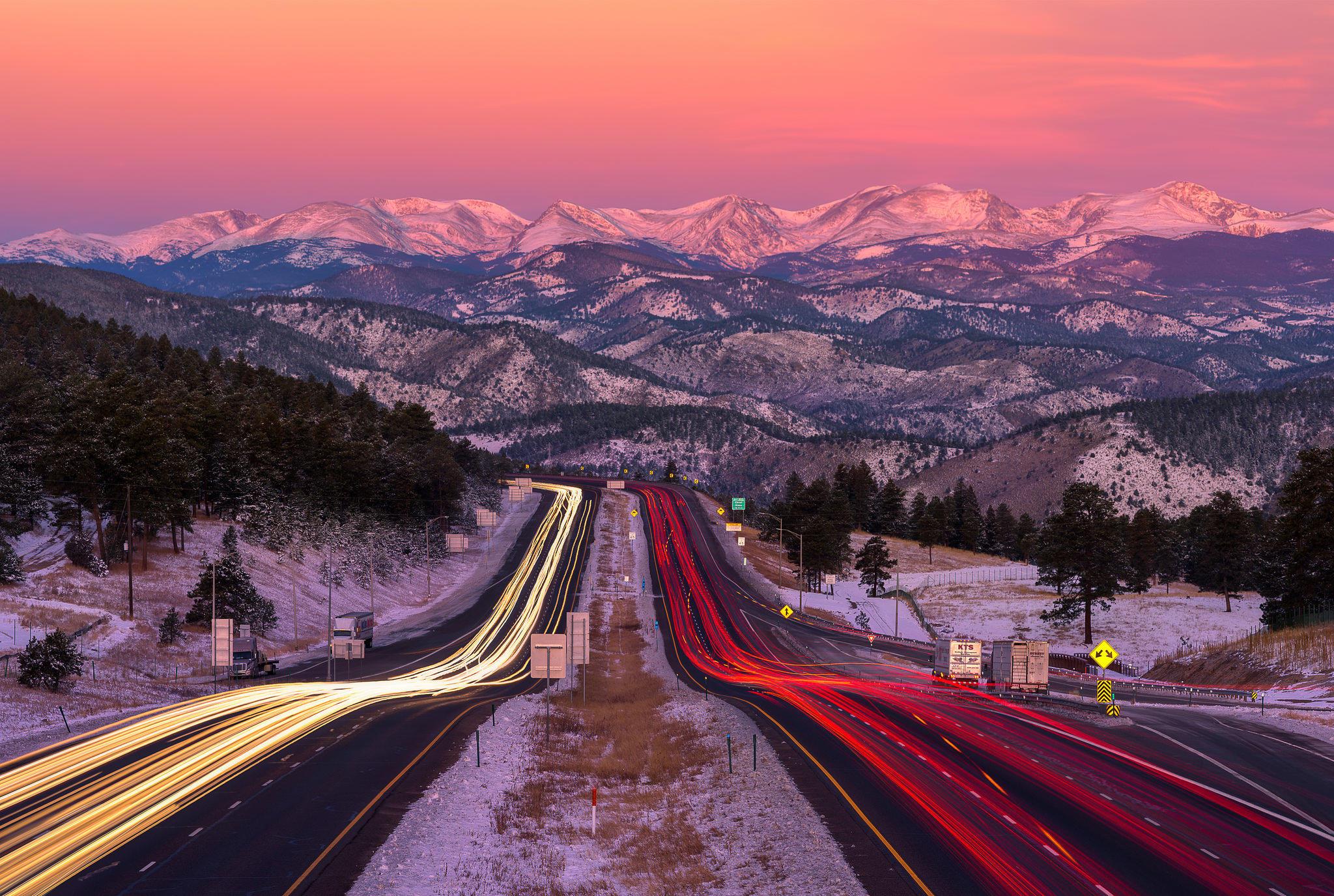 Горный коридор движения возле Эвергрин, Колорадо, горы