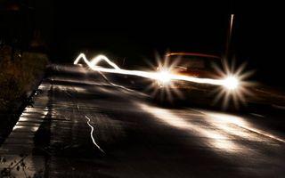 Бесплатные фото ночь,автомобиль,фары,свет,дорога,скорость,фото с задержкой