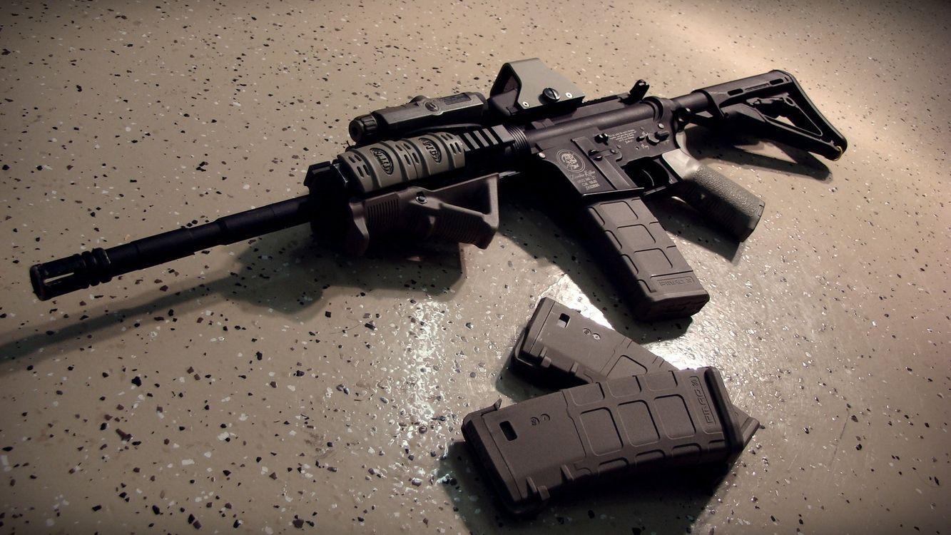 Фото бесплатно автомат, черный, приклад, ствол, дуло, магазины, оружие