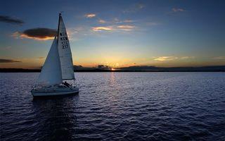 Фото бесплатно вечер, море, яхта, парус, горизонт, небо, облака, закат