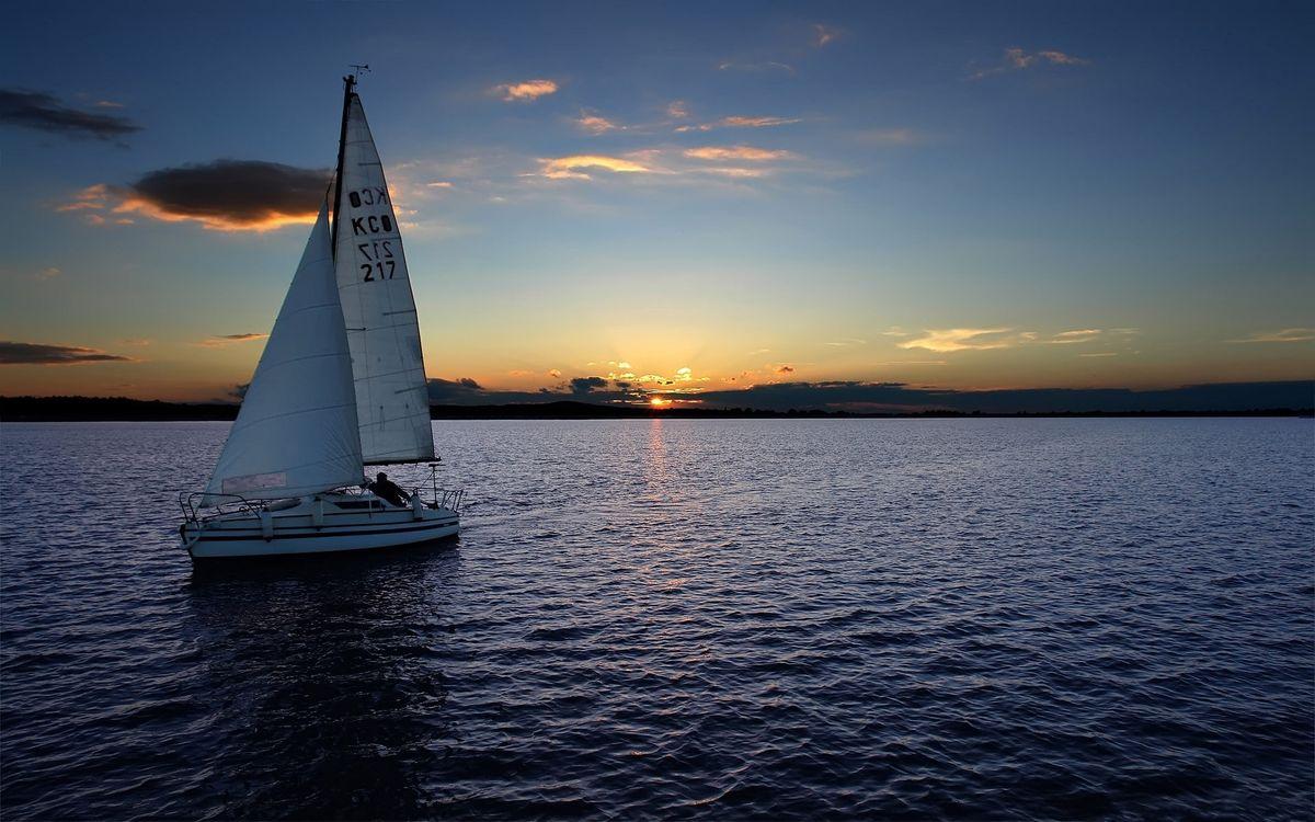 Фото бесплатно вечер, море, яхта, парус, горизонт, небо, облака, закат, пейзажи