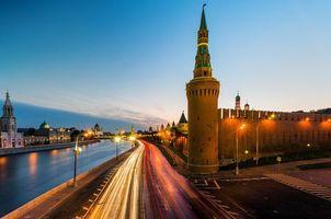 Фото бесплатно Река Москва ведущая мимо стен Кремля, Москва, Россия