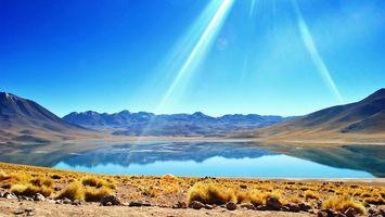 Бесплатные фото озеро,горы,берег,небо,лучи солнца