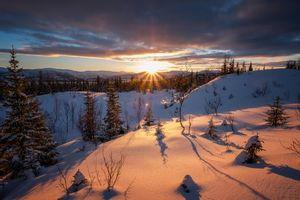 Бесплатные фото закат,зима,снег,горы,холмы,деревья,пейзаж