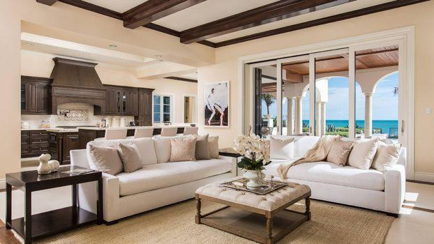 Бесплатные фото гостиная,диваны,столик,подушки