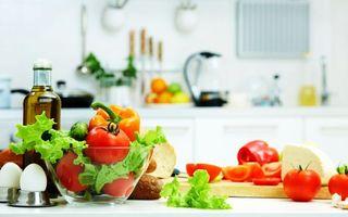 Бесплатные фото кухня,стол,овощи,перцы,помидоры,листья салата,яйца