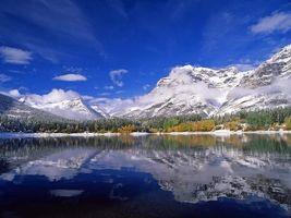 Бесплатные фото озеро,отражение,лес,деревья,снег,горы,облака