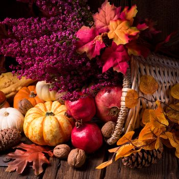 Photo free basket, cones, autumn leaves