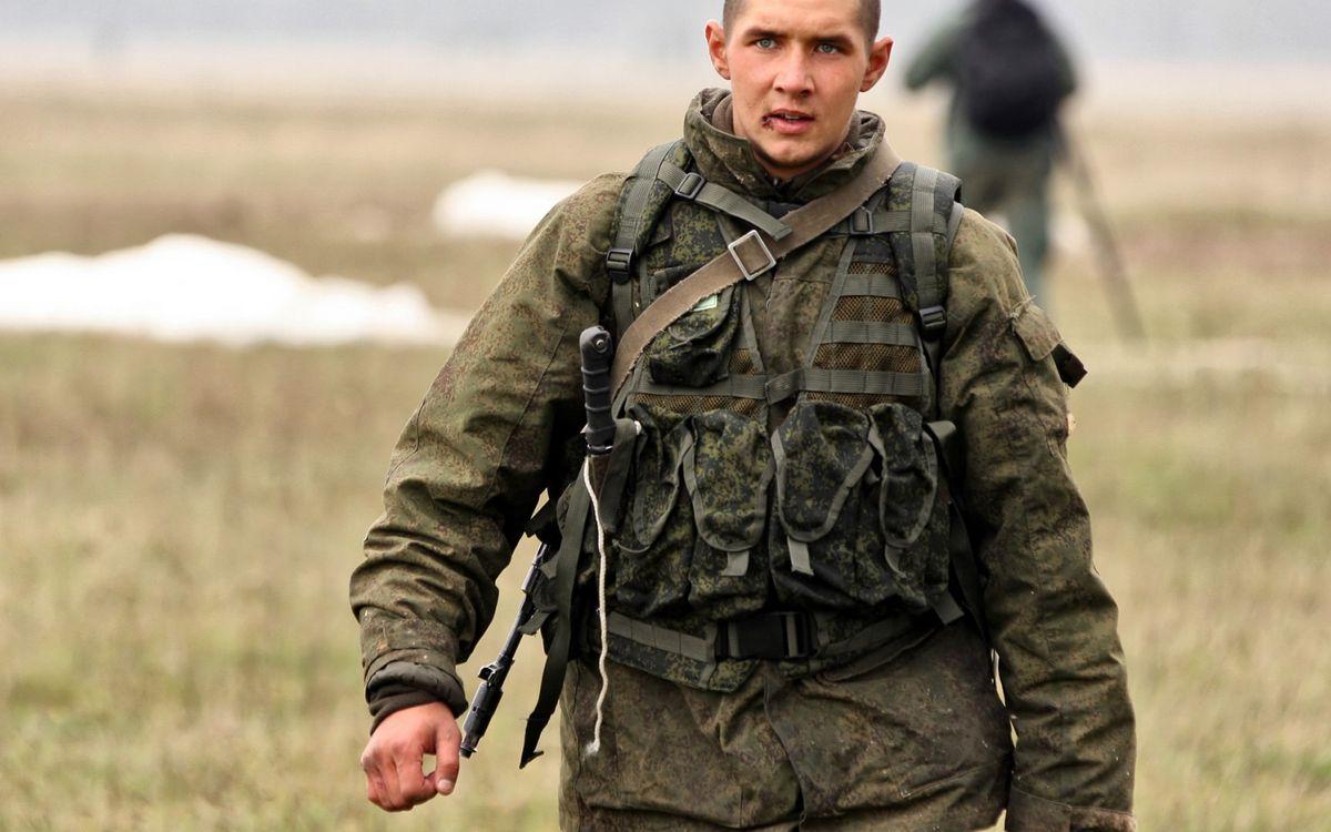 Фото бесплатно солдат, военый, форма, разгрузка, нож, автомат, мужчины
