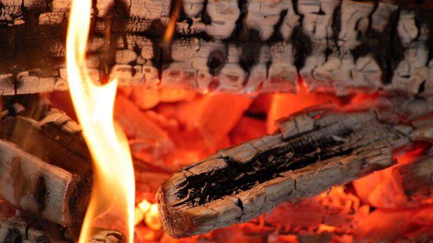Бесплатные фото костер,поленья,угли,огонь,пламя