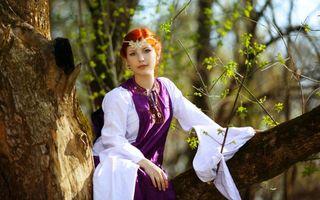 Заставки девушка, наряд, дерево
