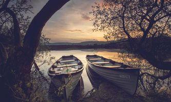 Фото бесплатно деревья, закат, лодки