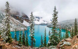 Фото бесплатно Озеро Морейн, Канада, озеро, деревья, горы, облака, снег