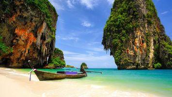 Заставки тропики, берег, песок, лодка, море, горы, растительность