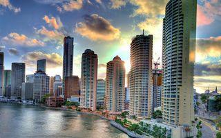 Бесплатные фото река,набережная,дома,высотки,улицы,машины,небо
