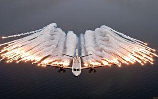 Бесплатные фото самолет,крылья,винты,полет,тепловые ловушки,свечение,дым