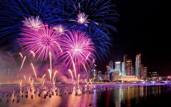 Фото бесплатно фейерверк над рекой, ночь, небоскребы