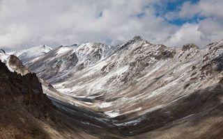 Бесплатные фото горы,вершины,камни,снег,небо,облака