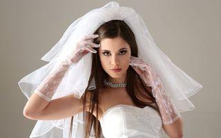 Бесплатные фото невеста, брюнетка, макияж, фата, платье, перчатки, украшение