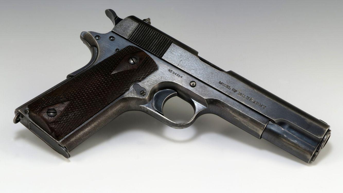 Фото бесплатно пистолет, ствол, металл, гравировка, курок, рукоять, оружие