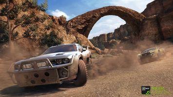 Бесплатные фото гонка,горы,арка,машины,скорость,пыль