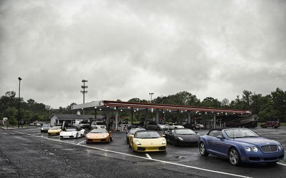 Фото бесплатно спорткары, асфальт, парковка