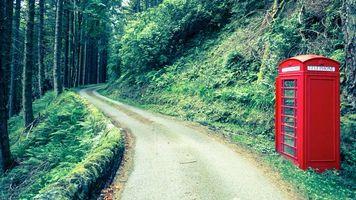 Бесплатные фото загородная дорога,телефонная будка,деревья,лес