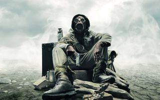 Обои солдат, химическая защита, радиация, пистоле