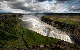 Фото бесплатно долина, река, ущелье, водопад, радуга, тропинка, люди, небо, облака