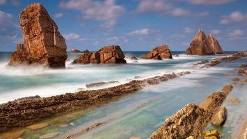 Бесплатные фото скалы,берег,океан,лето,облака,брызги