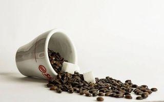 Заставки кружка,кофе,зерна,сахар,кубики,фон белый