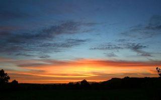 Бесплатные фото вечер,деревья,мокушки,небо,закат,облака