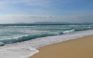 Заставки берег,песок,море,волны,горизонт,горы,небо