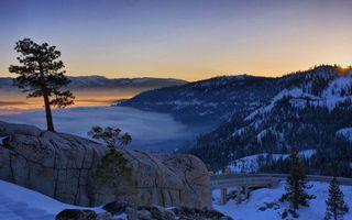 Бесплатные фото зима,снег,горы,камни,деревья,дорога,облака