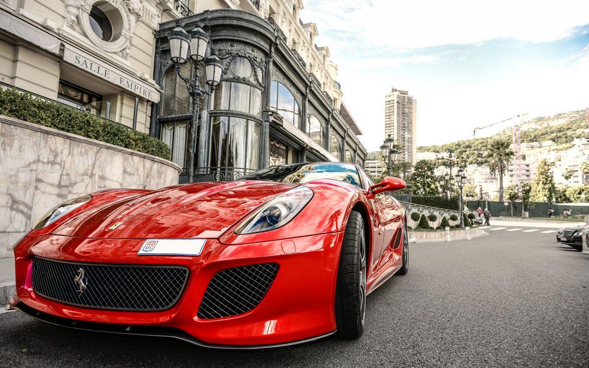 Фото бесплатно феррари, спорткар, красная, фары, решетка, улица, здание, машины