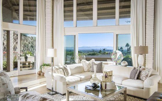 Бесплатные фото гостиная,мебель,диваны,подушки,столик,светильники,окна панорамные