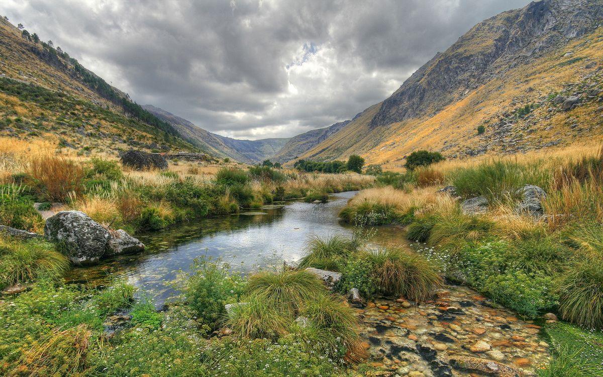 Фото бесплатно осень, озеро, растительность, камни, горы, небо, облака, природа