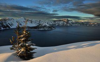 Бесплатные фото зима,снег,сугробы,деревья,река,горы,небо